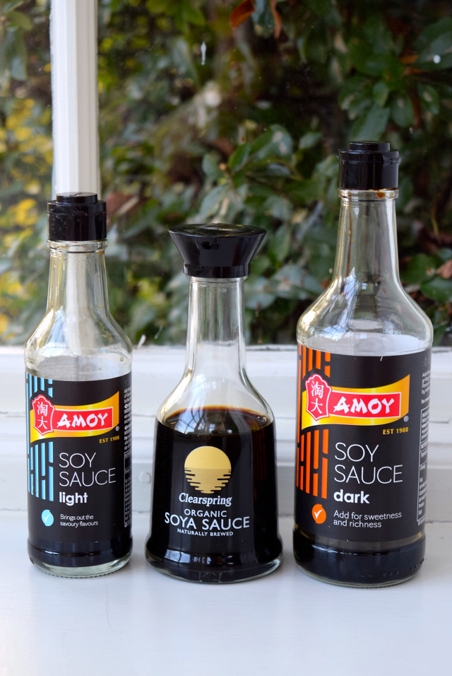 What is the difference between light and dark soy sauce | www.rachelphipps.com @rachelphipps