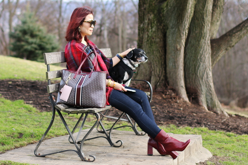 burgundy-bag-boots-poncho-park-bench-dog, Valentines Look
