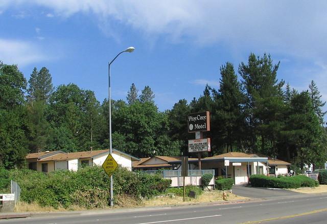 Pine Cone Motel Willits Ca