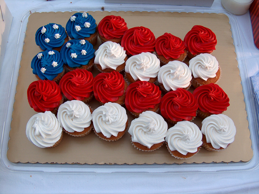 Cupcake Decorating Ideas For 4th Of July : Cupcakes Some stridently patriotic cupcakes spotted at a ...