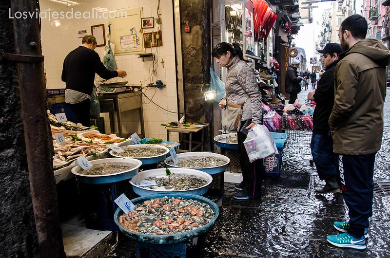 pescadería paseos por Nápoles