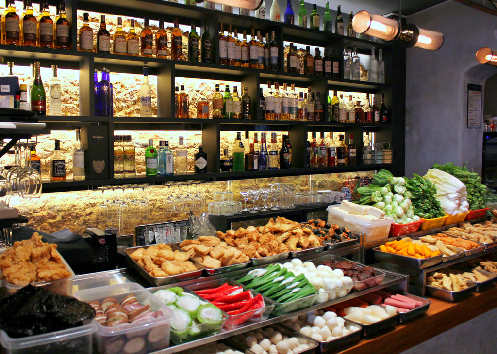 fu-lin-bar-kitchen-display