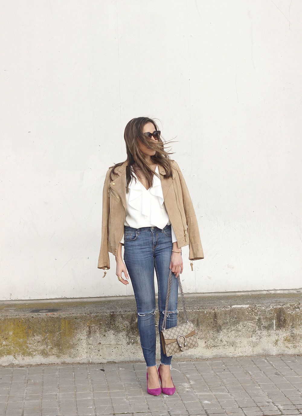 suede jacket ripped jeans Ruffled blouse carolina herrea heels gucci bag Madrid fashion week outfit01