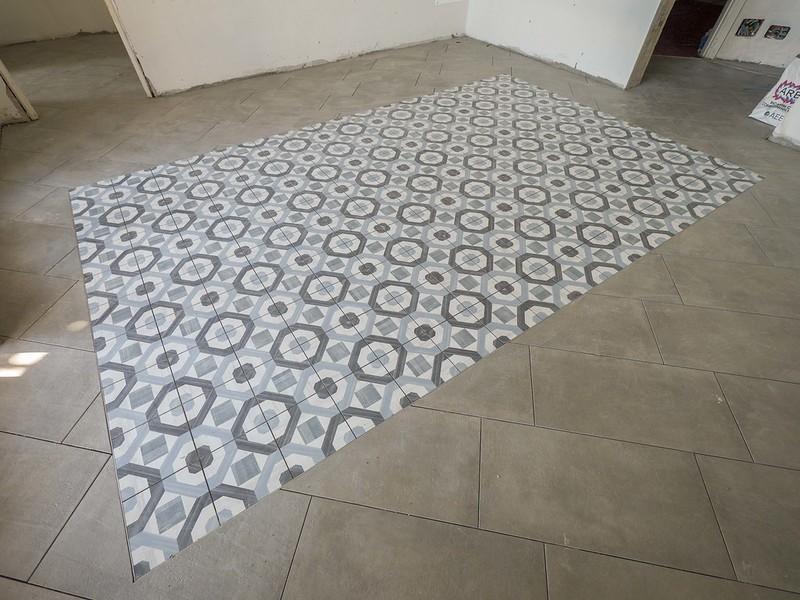 Eccoli qui tutti i pavimenti prima delle stuccature with for Piastrelle bagno ondulate