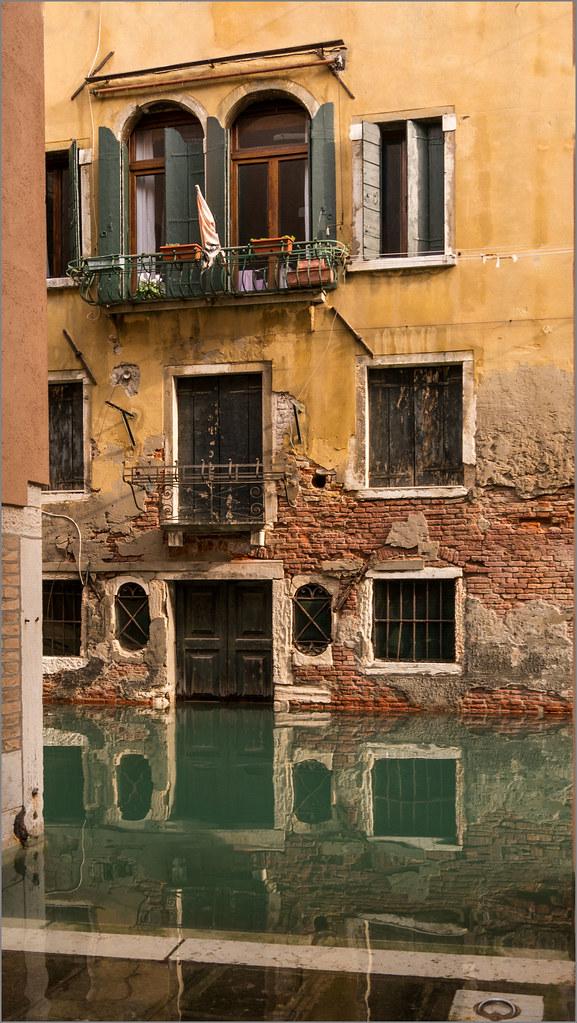 Geflutet / flooded   Hochwasser in Venedig. Flood in ...