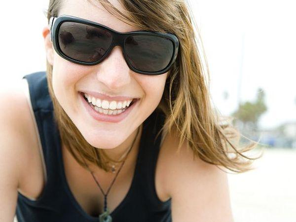 紫外線是肌膚老化及美白的殺手,所以出門在外,要確實做好防曬!防曬乳要注意使用時間跟用量及頻率,出門在外防曬乳應每2小時就補擦,才能維持較佳的防曬效果。