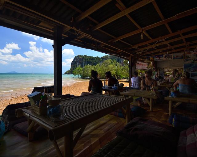 Nuestro chiringuito en la playa de Railay en Tailandia
