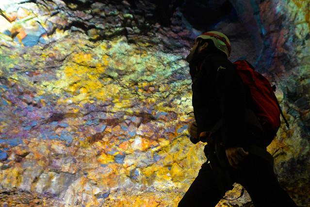 Bóveda de colores que encontramos al hacer la excursión Inside the volcano