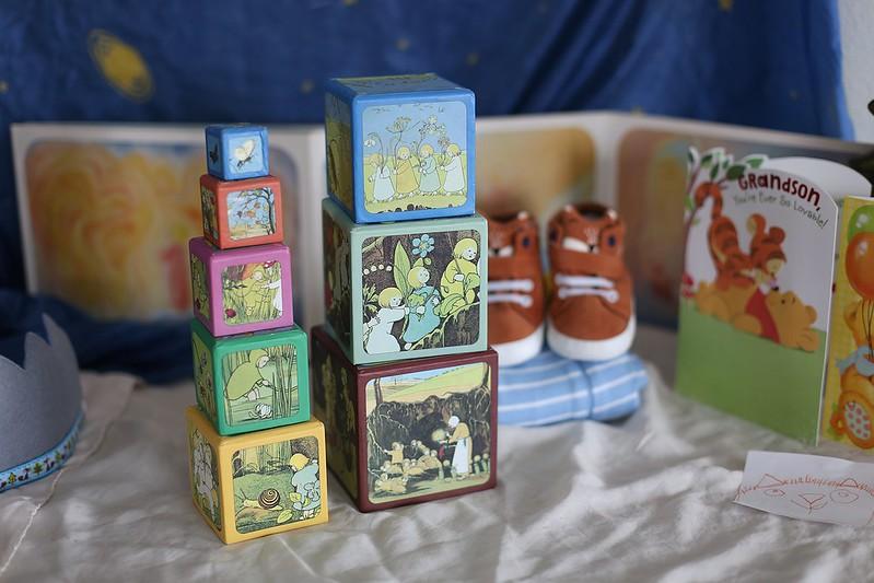 root children stacking blocks