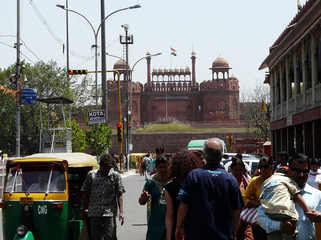 Delhi (India) con el Fuerte Rojo de fondo