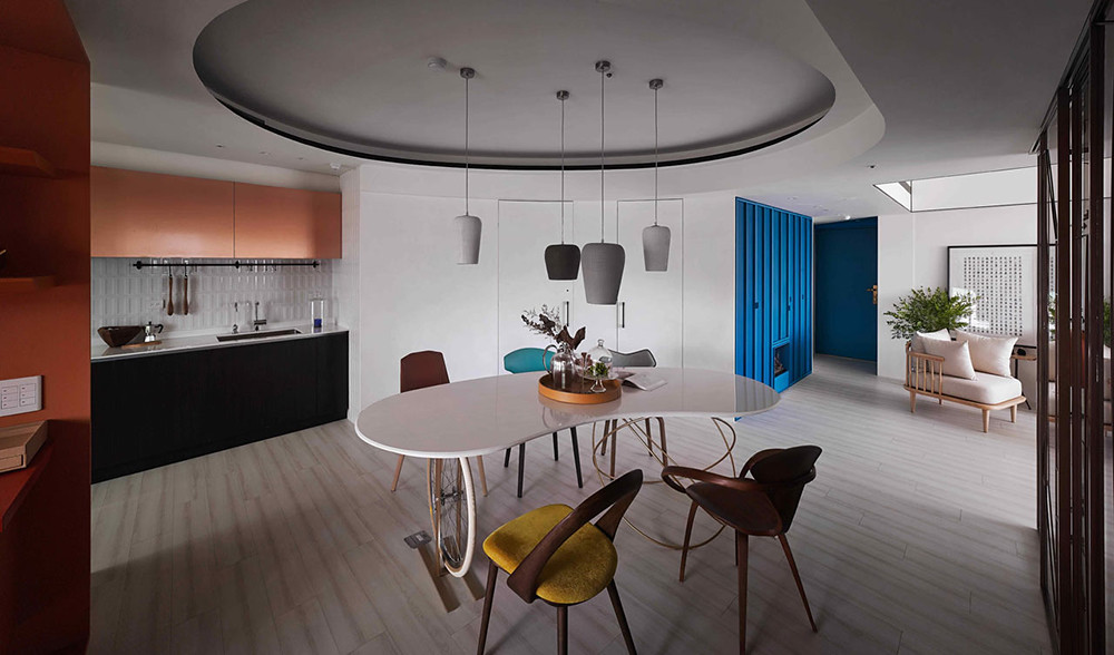 A colorful apartment by Waterfrom Design Sundeno_05