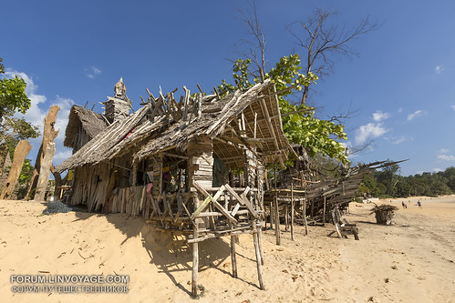 Hippies bar on a deserted beach, Phayam island, Thailand                XOKA0683bs | by forum.linvoyage.com