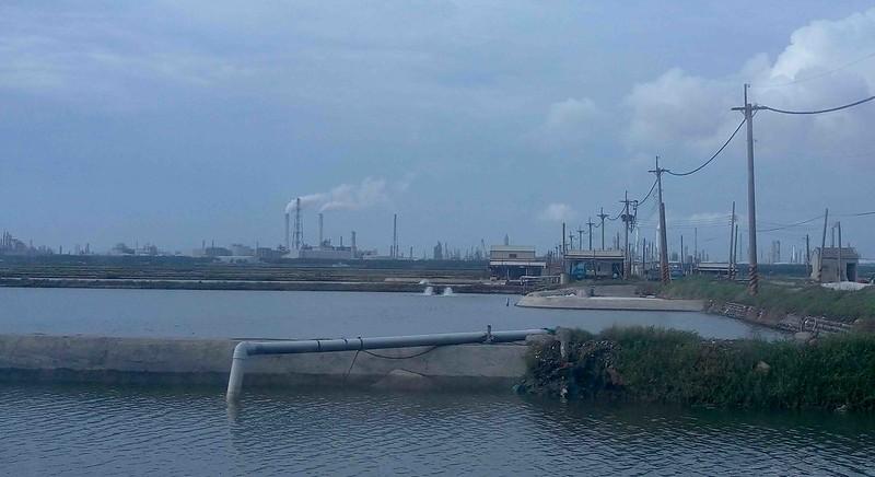 六輕周邊漁塭一景。圖片來源:公民行動影音記錄資料庫