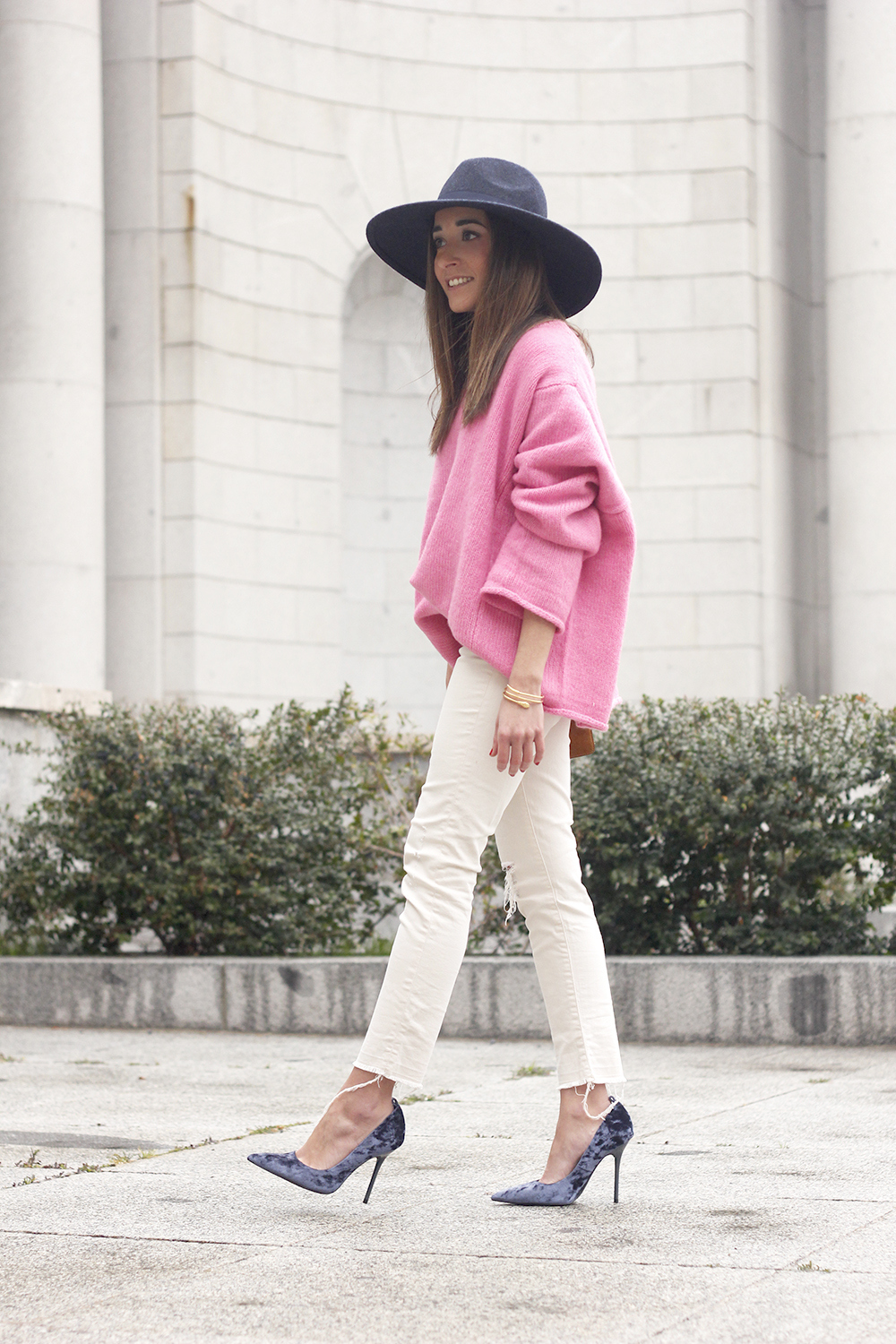 Pink Sweater white ripped jeans blue velvet heels hat uterqüe accessories style fashion outfit15