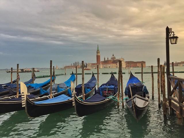 Postal de Venecia con la isla San Giorgio Maggiore al fondo