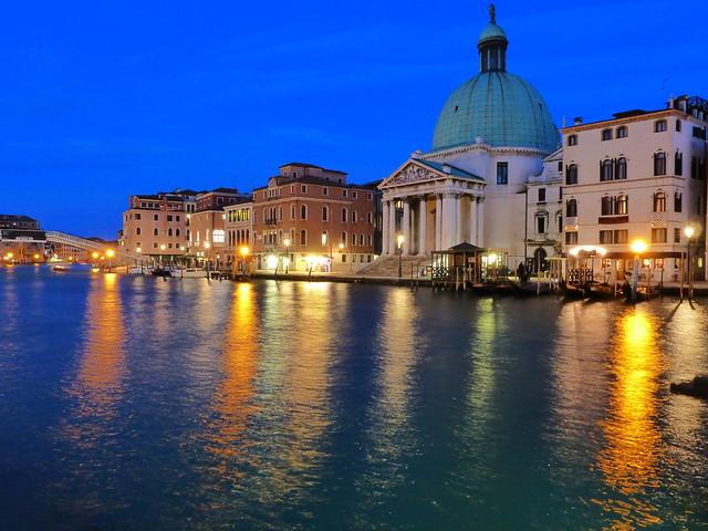 Gran Canal de Venecia durante la hora azul