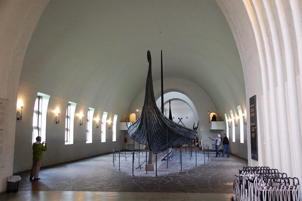 Barco Vikingo completo en Oslo