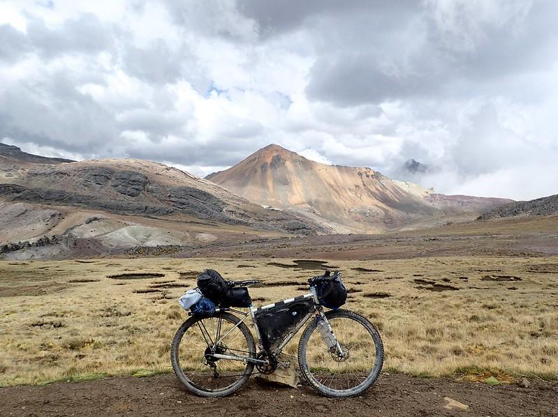 Mi bici, a 4.500 metros.