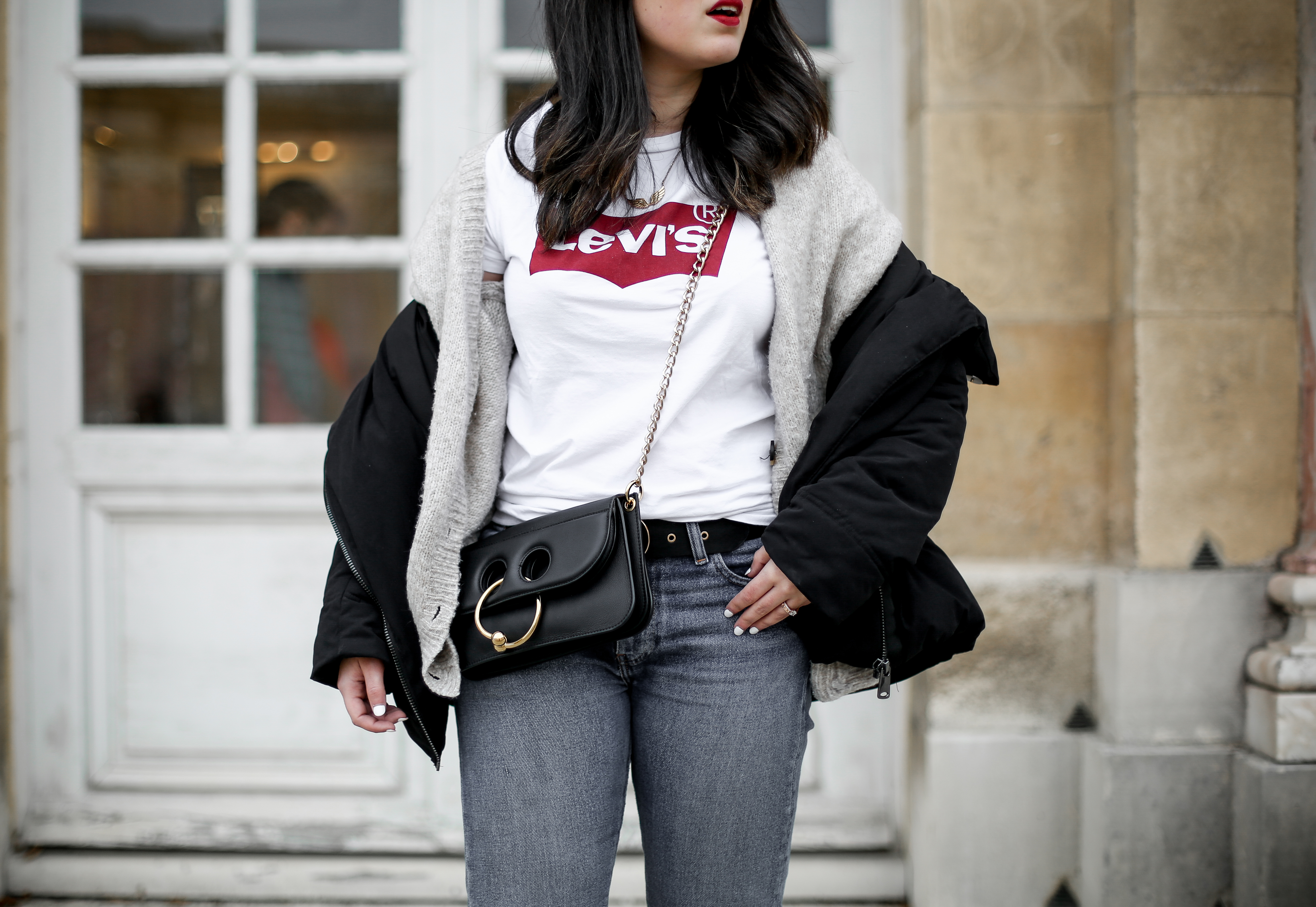 puffer-coat-levis-shirt-basic-505c-jeans-jw-anderson-pierce-bag-how-to-wear7