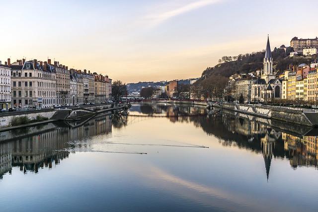 France, Lyon, Saint-Georges : reflets sur la Saône