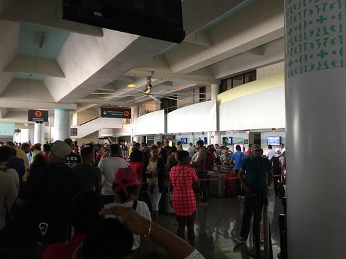 173 - Warteschlange am Schalter Air Berlin - Airport Puerto Plata