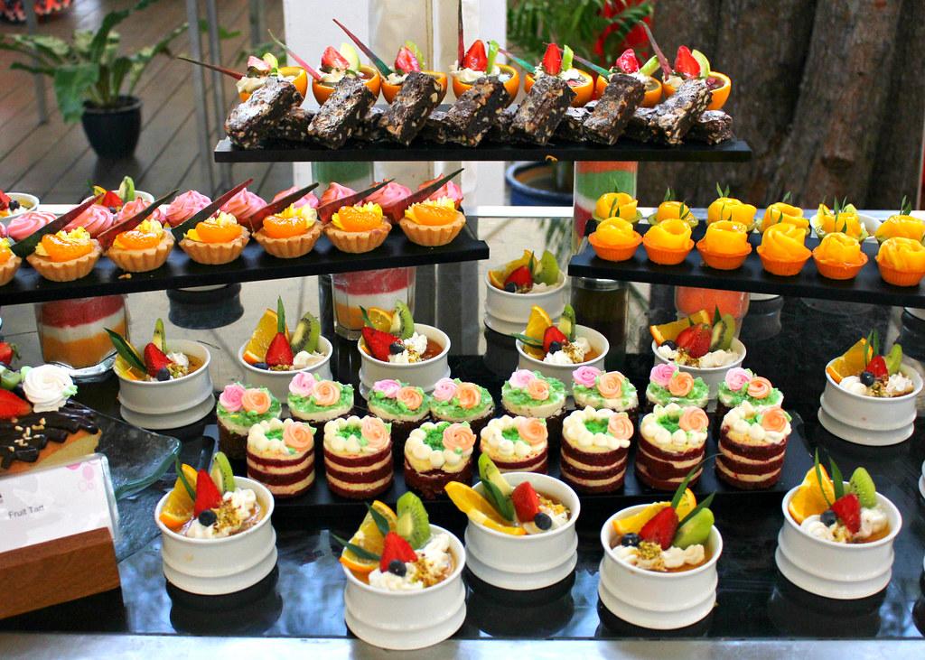 xana-beach-club-super-sunday-brunch-desserts