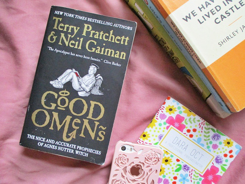 Good Omens by Terry Pratchett & Neil Gaiman - Hola Darla