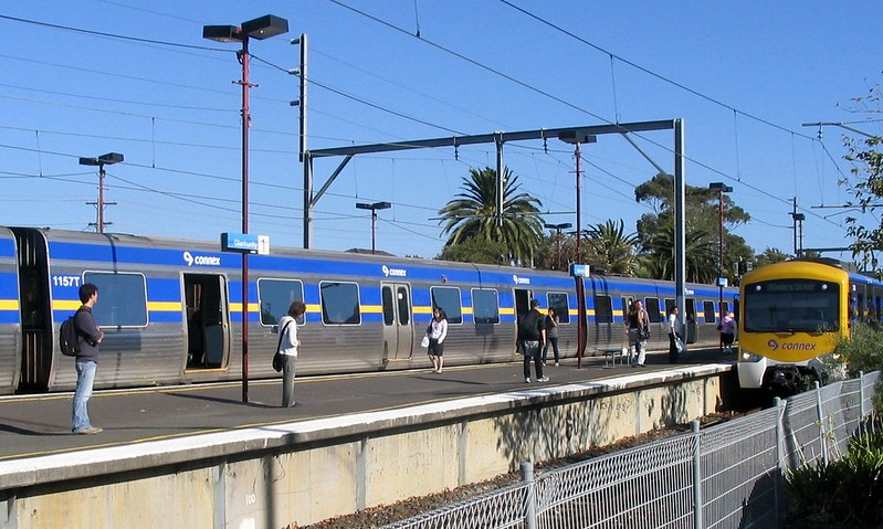 Trains at Glenhuntly (March 2007)