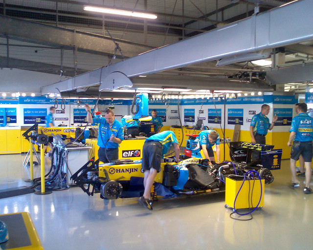 Inside the renault f1 team pit garage a view inside the ve flickr - Garage renault grande synthe ...