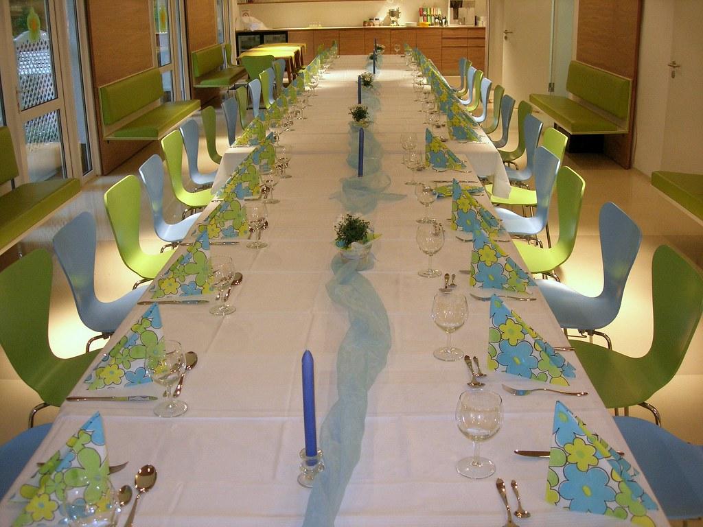tafel gr n blau tafel f r eine konfirmation der konfirman flickr. Black Bedroom Furniture Sets. Home Design Ideas