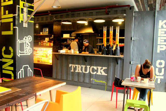 The Truck At Junction Hostel Makati City