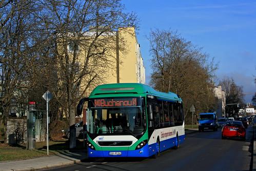 Ein Hybrid-Volvo erreicht die Gnadenkirche in Buchenau
