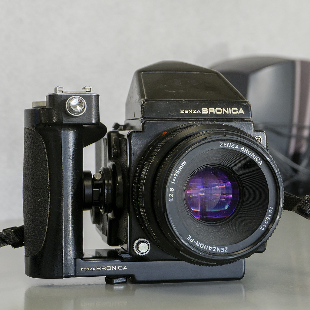 CCR Review 55 - Zenza Bronica ETRS