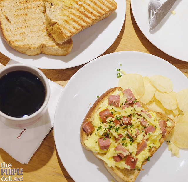 Sausage and Egg Toasties (P210)