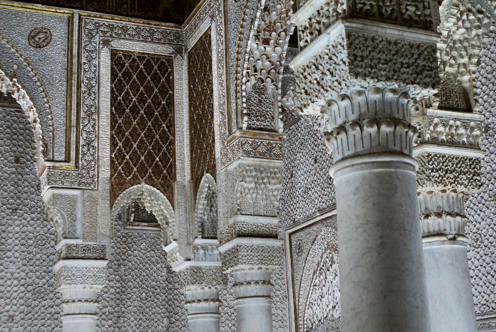 > Détails de la salle des 12 colonnes, lieu de sépulture du fils du Sultan Ahmad al-Mansur.
