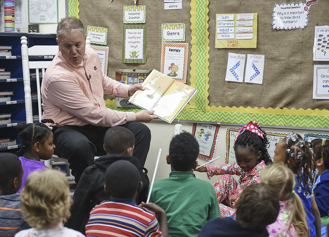 Jay Jacobs reads to elementary students.