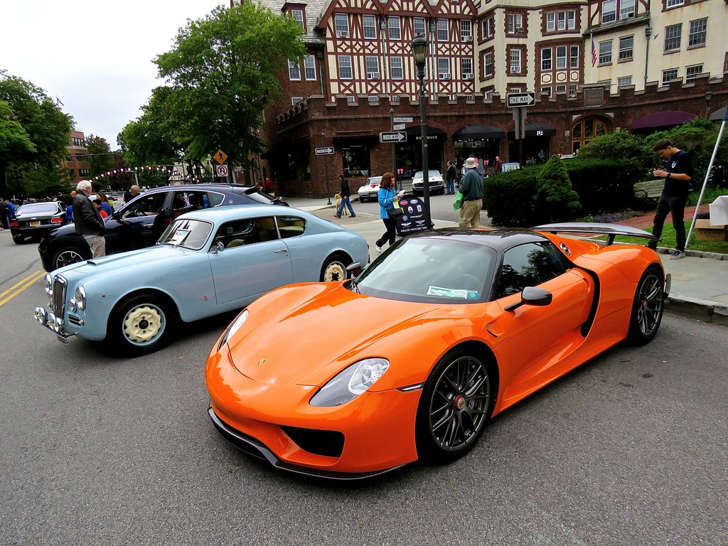 Porsche 918 Weissach Orange 6