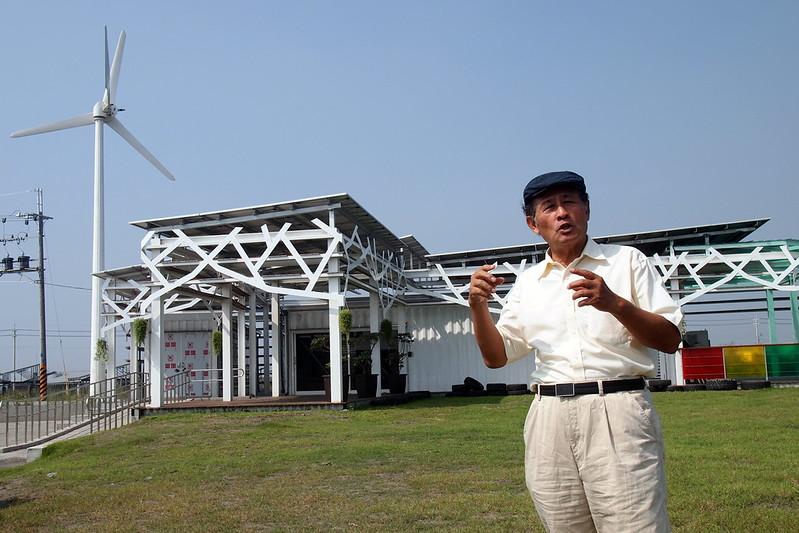 曹啟鴻說,目前再生能源都賣給台電,但再生能源應運用在社區微電網系統,讓社區自己發電自己用,攝影:李育琴