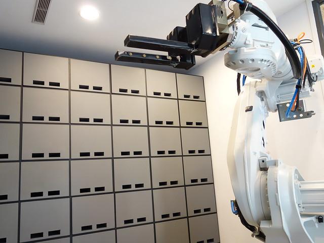 處理寄放行李的機器手臂小白@台中鵲絲旅店