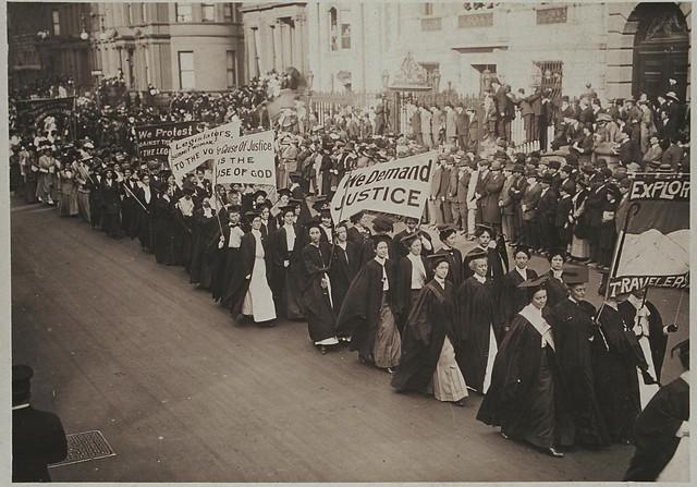 women marching 1910