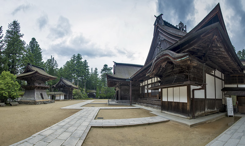 6-photo photomerge of Koyasan's Kongobuji between storms