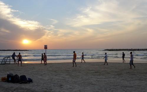 Voetbal op het strand van Tel Aviv