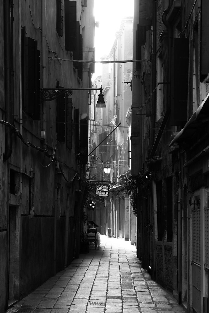 Alley | A lonely alley in Venice. When this scene ...