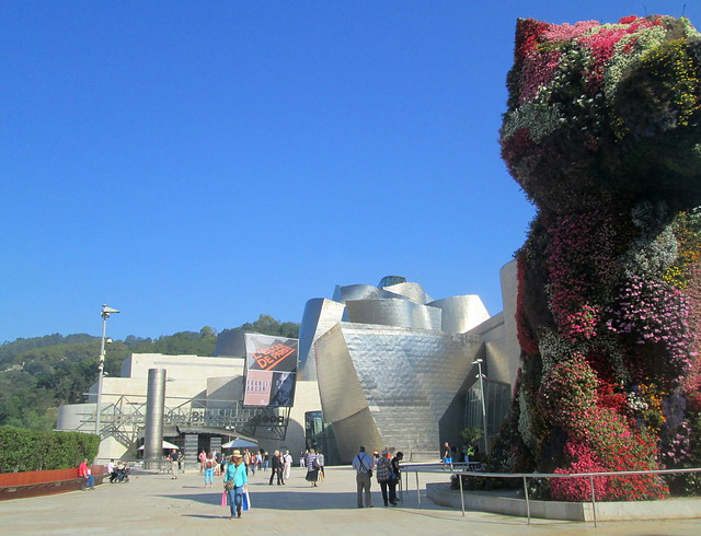 Guggenheim Museum, Bilbao  and Koons Puppy