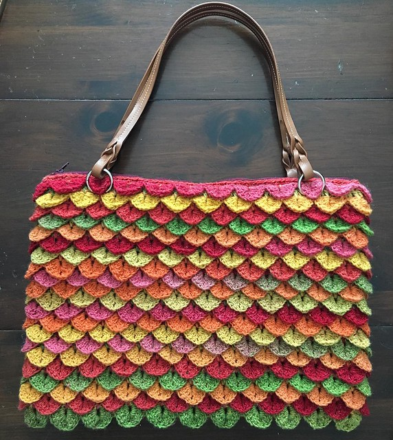 Crochet tote ✅ Zipper, fabric lining and straps makes this bag so nice! #crochet #Ravelry