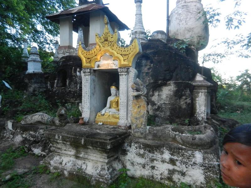 Монива, пещерные храмы-города