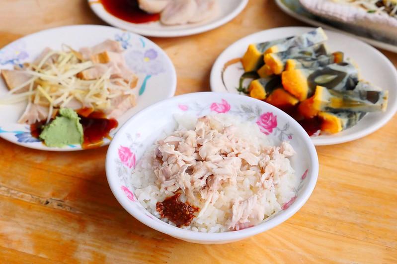 31508630383 39dd69f542 c - 小林雞肉飯:天天午晚餐客滿排隊 招標虱目魚魚肚丸湯好吃必點!