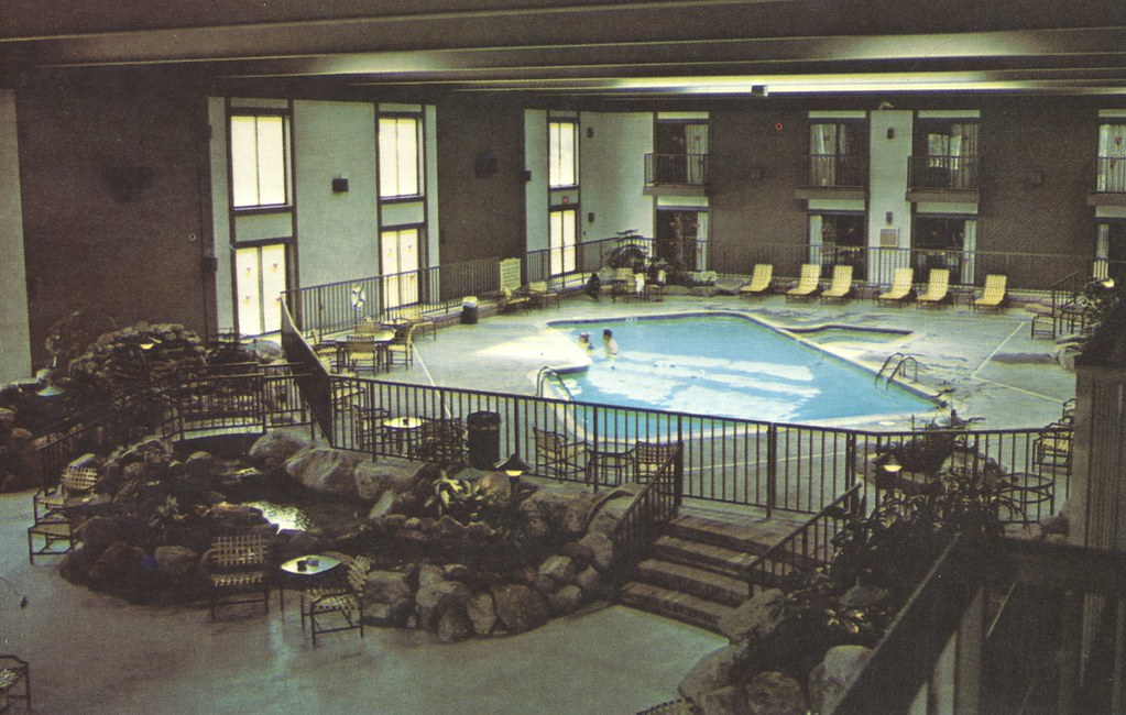 Howard Johnson's Motor Lodge & Restaurant - Lake Placid, New York