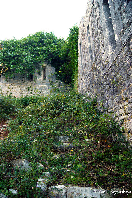 Фрагмент крепости возле входа