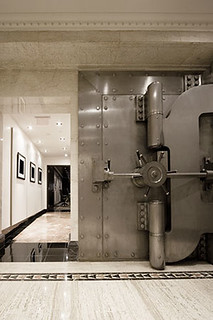 Safe deposit vault